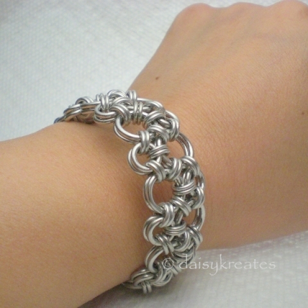 """Hodo bracelet measures 7 1/2"""" long, 3/4"""" wide, light weight for comfy daily wear"""