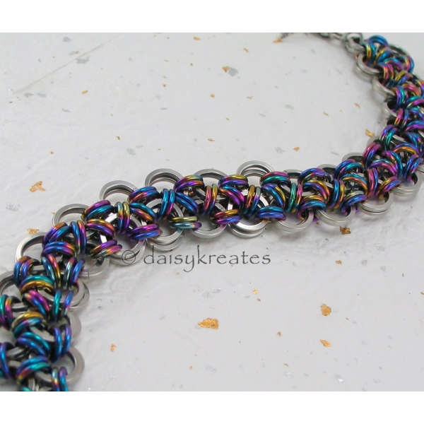 The base of bracelet has a fabric-like fluidity for comfortable wear