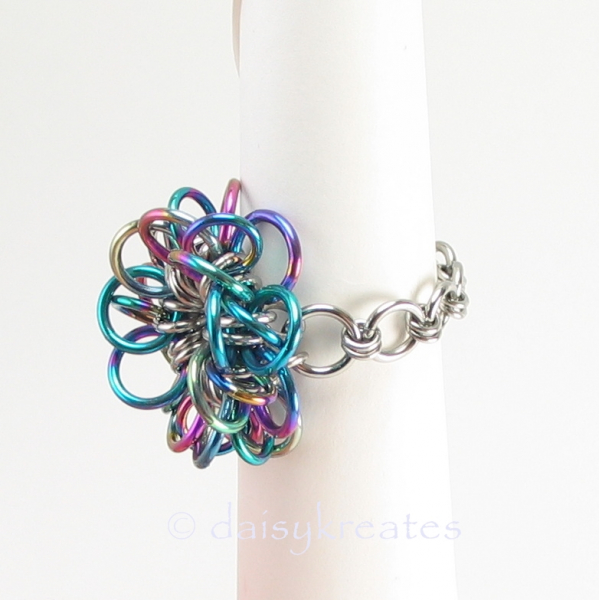 Chainmaille shank offers comfortable wear