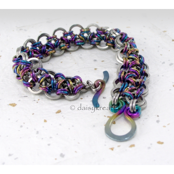 Chainmaille Japanese Lace Bracelet with color coordinated Fern toggle clasp