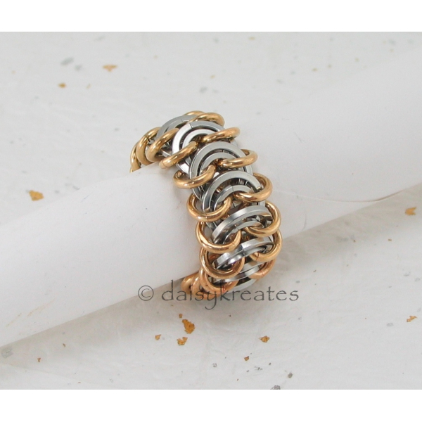 Chainmaille Vertebrae Finger Ring in stainless steel and jewelry brass