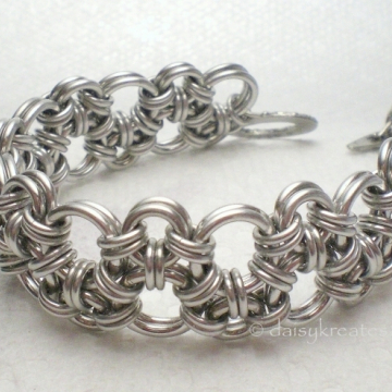 Hodo Chainmaille Bracelet in a cuff-like sturdy structure